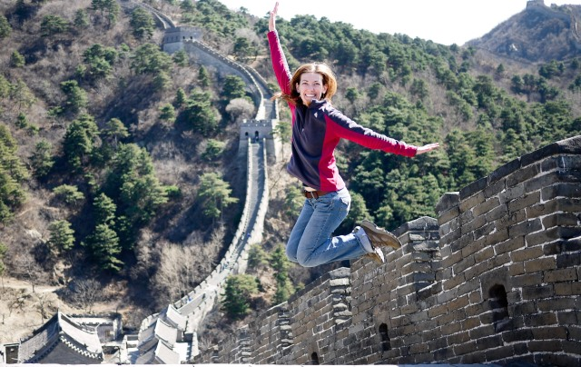 Shannon O'Donnell (Gamma Chi Chapter '06) at the Great Wall of China.